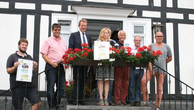 Auf dem Foto von links: Klaus Kuhn, Günther Langer, Steffen Mues BM, Kristina Fritsch, Martin Zielke, Dieter Solms, Gerd Alfes
