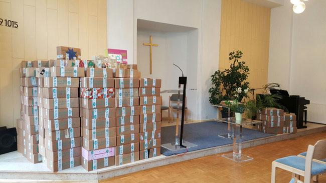 ADRA Paketaktion Kinder helfen Kindern viele Pakete Adventgemeinde Celle Kirche gemeinnützige Aktion Weisenkinder Weisenhaus Albanien