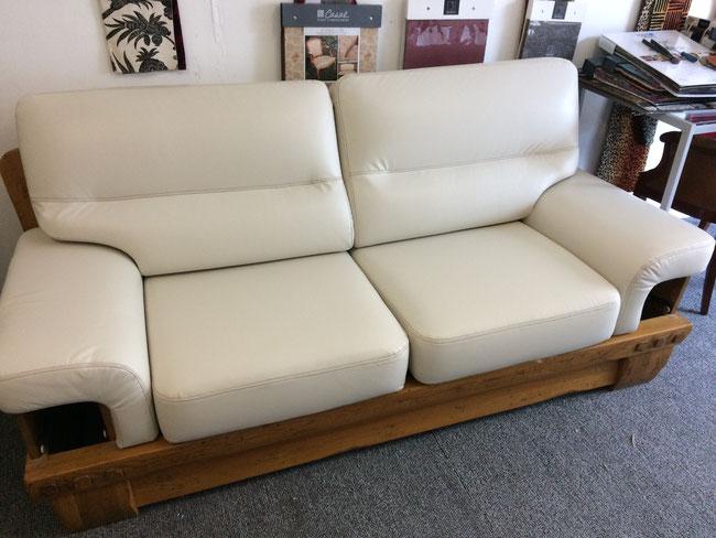 Tapissier renovation fauteuil cuir lyon magasin a brignais for Renovation canapé cuir