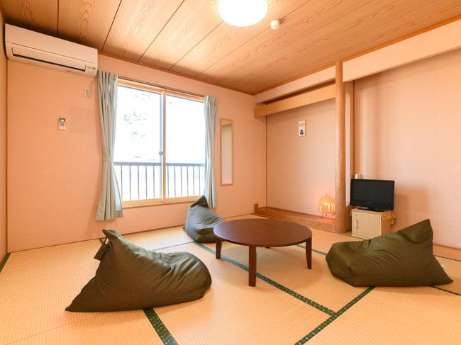 新潟県柏崎市鯨波海水浴場の小竹屋旅館