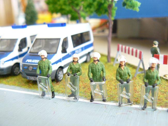 Bereitschaftspolizisten in Bereitstellung