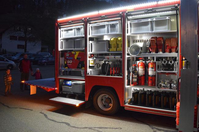 Pikettfahrzeug Aufbau mit Hebebühne für Materialwagen