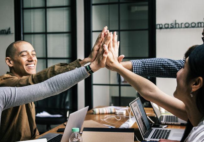 Gemeinsam mehr erreichen: Führen und Teambildung ermöglichen gemeinsame Erfolge.