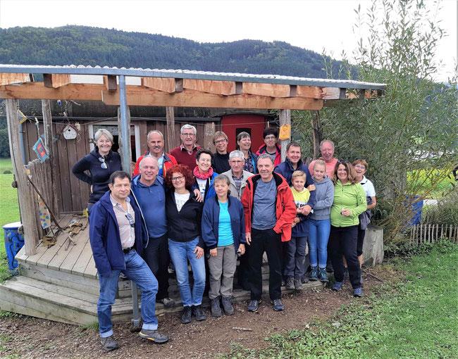 Die Wanderer bei der Vesperpause am Waldkindergarten