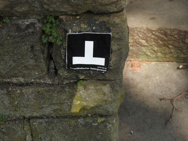 Das liegende T als Wanderzeichen