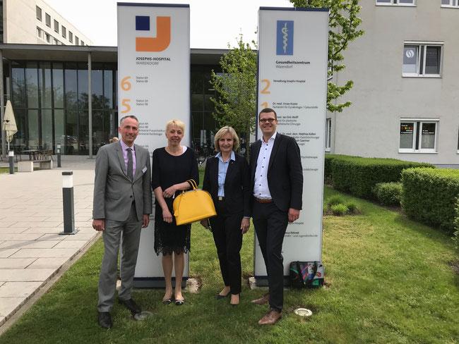 vlnr: Peter Goerdeler (Vorstandsvorsitzender), Susanne Schneider MdL, Doris Kaiser (stellv. Kuratorin) und Markus Diekhoff MdL
