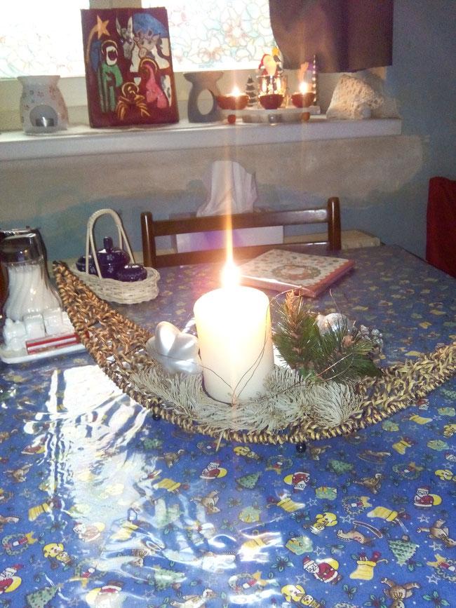 Anita hat unseren Sternenkindern dieses zauberhafte Seelenschiff gestaltet mit dem weißen Stern und der weißen Kerze. Danke!