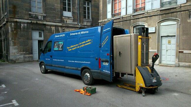 Enlèvement d'un coffre fort de bijoutier en centre ville de Besançon - Débarras AHLEN
