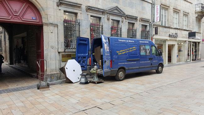 Enlèvement d'un meuble d'ophtalmologue en centre ville de Besançon - Débarras AHLEN