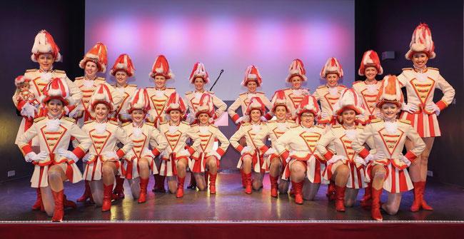 Der weibliche Part des Rot-Weiss-Balletts