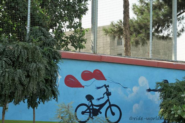 Fahrräder prägen immer wieder das Stadtbild, aber leider nur an Hauswänden
