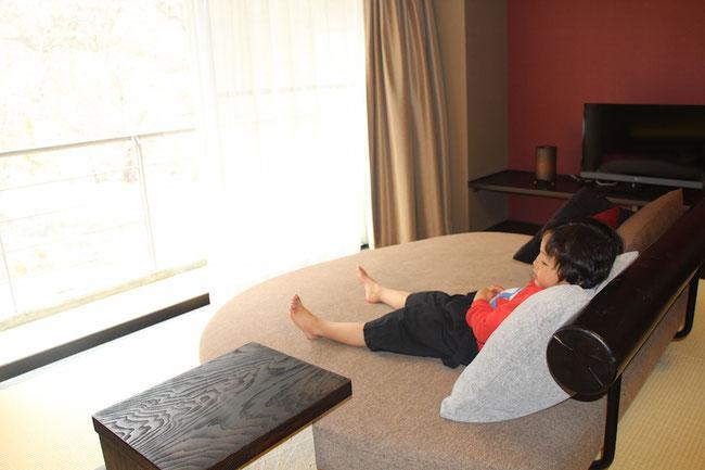 星野リゾート 界 川治 客室 ごろんとソファ