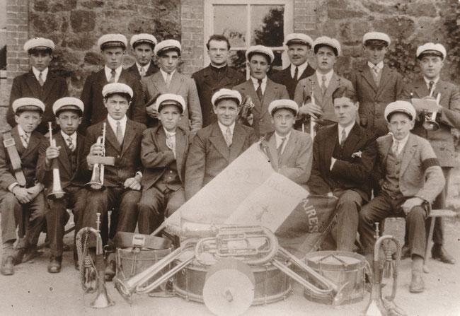 """La fanfare des """"Volontaires"""" vers 1930"""