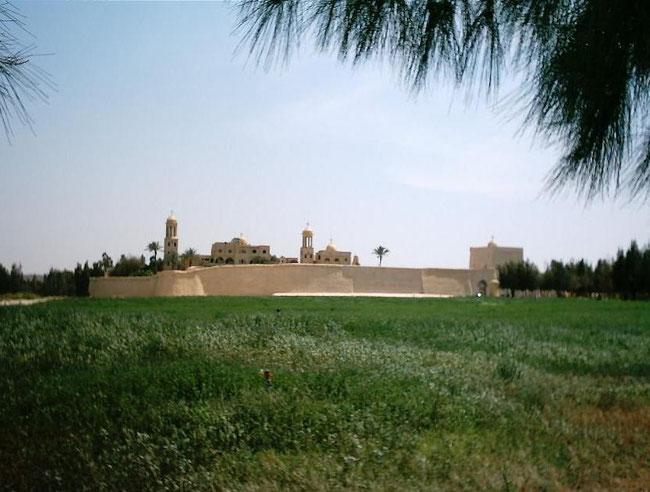"""دير الأنبا """"بيشوى"""" """"بوادى النطرون"""" بمحافظة البحيرة الذى يقع على مسار العائلة المقدسة بمصر.  عادل غنيم 07.06.2005"""