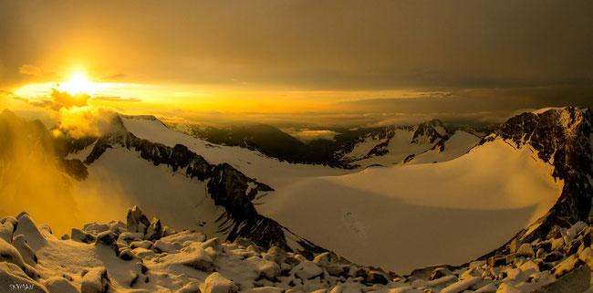 Sonnenaufgang am Wilden Pfaff Richtung Wilden Freiger....