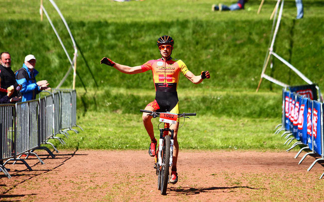 Mathias Frohn vom Team Firebike Drössiger, Sieger der Kurzdistanz 2014 beim ABUS-Ruhrbike-Marathon ©Veranstalter