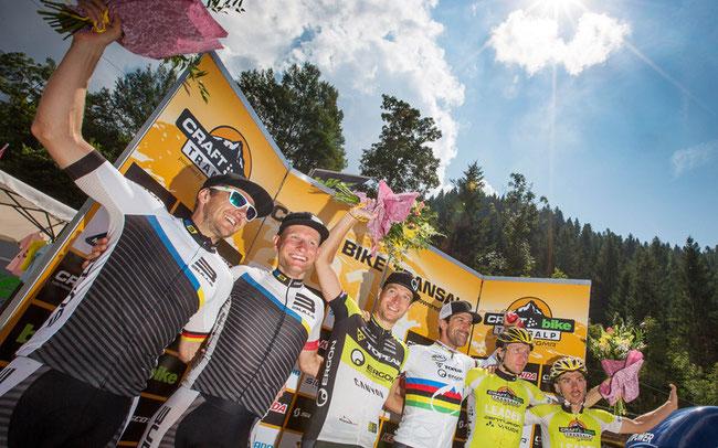 Podium Etappe 4: Team Bulls auf Platz 2, Centurion-Vaude auf 3 © Henning Angerer