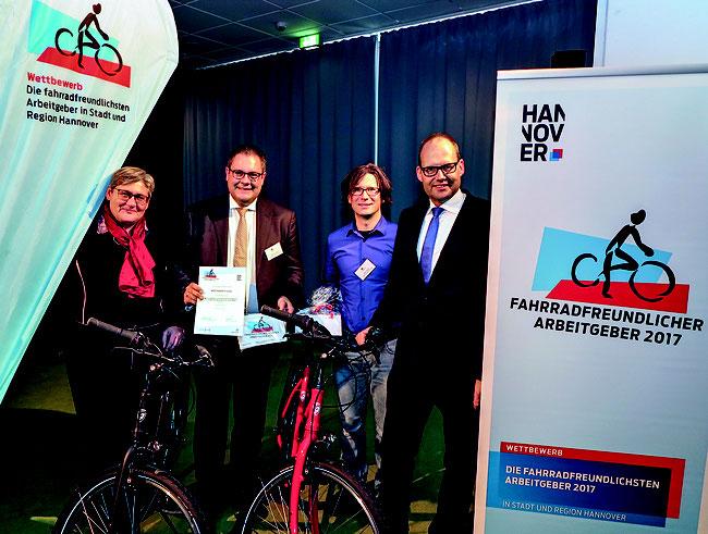 """Im Fahrradsattel souverän zum lupenreinen Hattrick - Wertgarantie Group ist """"Fahrradfreundlichster Arbeitgeber 2017"""""""