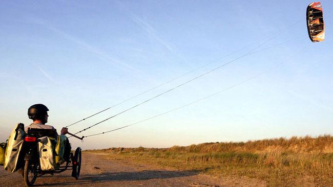 Matthias Ramsel mit Kite im Liege-Trike Scorpion fs © Matthias Ramsel