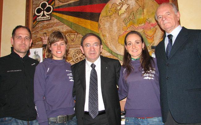 Ein Bild aus Glanzzeiten: Team-Präsident Erminio Bolgiani (ganz rechts) mit Eva Lechner, Ernesto Colnago, Nathalie Schneitter und Edmund Telser (v.r.n.l.; Foto: Josef Bernhard)