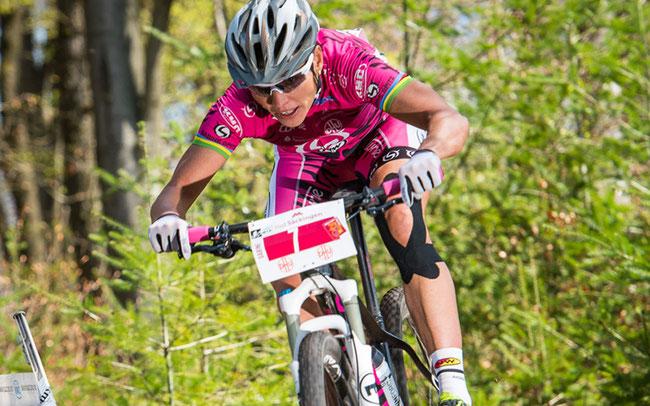 Deutschlands MTB-Vorzeige-Athletin Sabine Spitz auf ihrer Heimstrecke ©Weschta/EGO Promotion