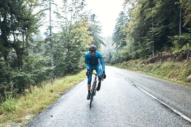 MAVIC Cosmic Pro – Bekleidungslinie für den Rennradsport im Herbst und Winter