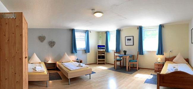 Helles Familienzimmer, weiteres Extrabett möglich