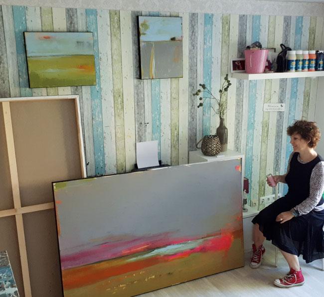 Insgesamt malte ich drei Bilder, die sich schön ergänzen. An der Wand sehen Sie das Kleine in 50 x 40 cm - Sonnenregen