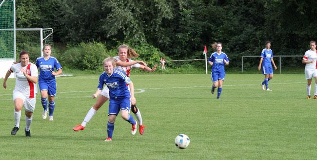 Im Duell mit dem Oberliga-Absteiger TSV Neckarau setzte sich der TSV Amicitia mit 3:2 durch.    Alle Bilder: Peter Kuhn