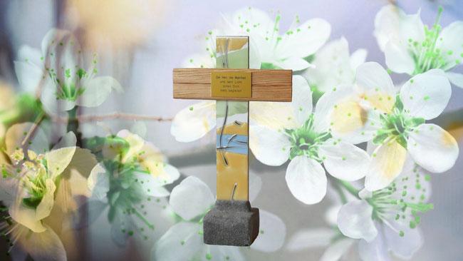 Dieses dekorative Kreuz kann auch mit einer Gravur versehen werden