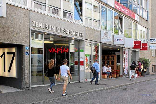 Nail Lounge City in Basel in der Aeschenvorstadt nahe Aeschenplatz. Im Zentrum Kirschgarten über Restaurant Vapiano