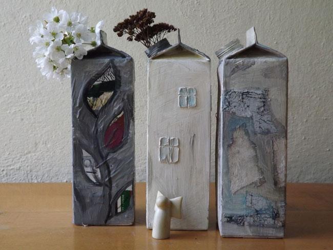 drei Häuser aus Tetrapaks