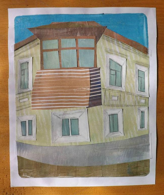 Rundes Haus an einer Kreuzung in Taganrog - mit imposanten Balkon