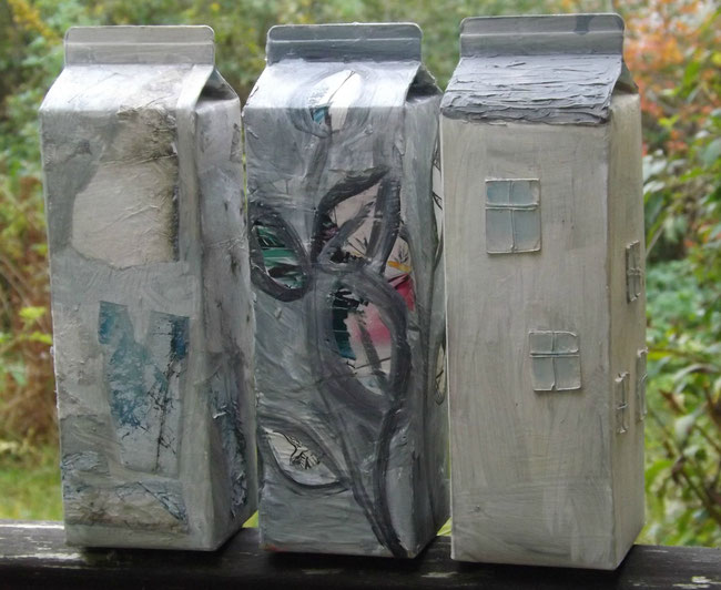 Häuser aus Saftkartons