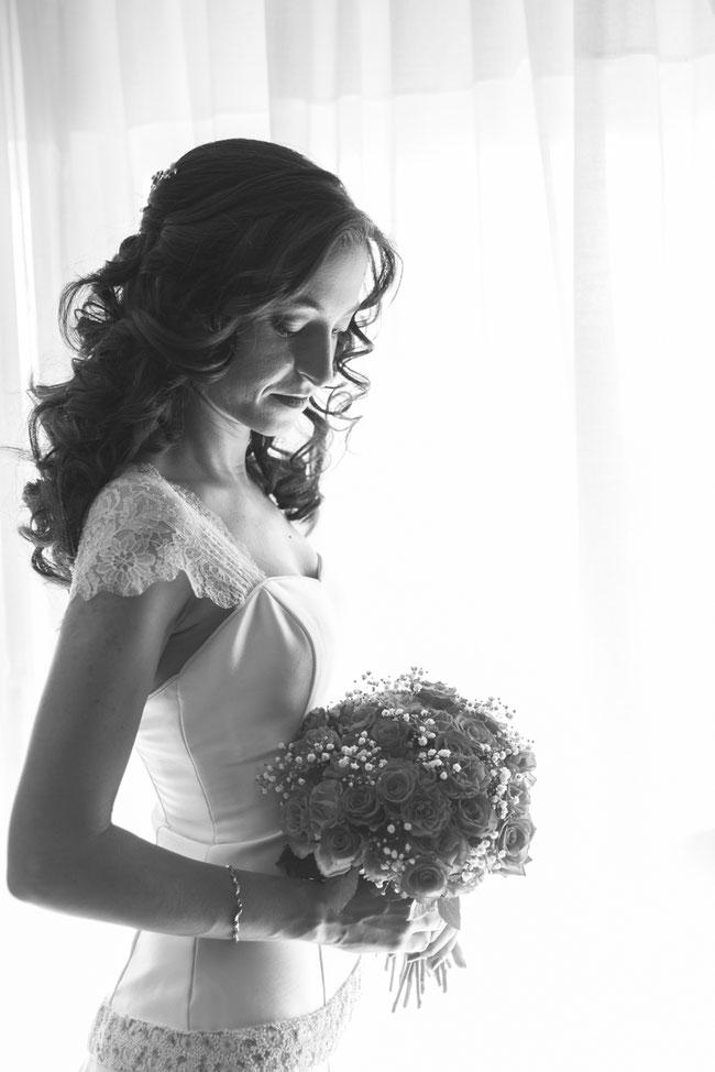 Fotografía de bodas en Tenerife, boda en Sevilla, ramo de novia, fotos preparativos novia