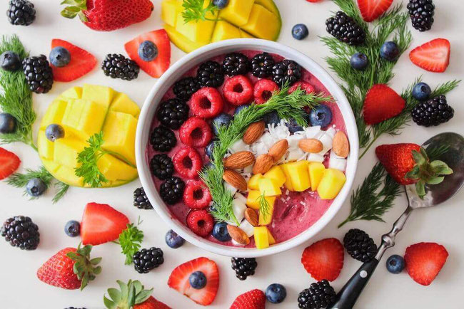 Want a summer super foods list? These summer foods are full of summer vibes and are great for plant-based recipes. #superfood #summerfoods #plantbased #vegetarian #vegetablerecipes #fruitrecipes