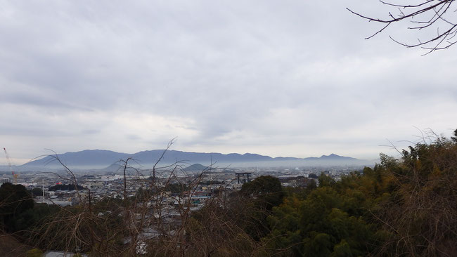 金剛葛城連山と二上山を望む