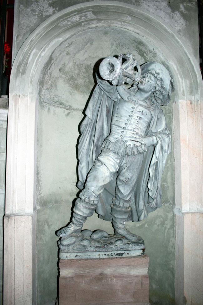 der klassische Trompeter am Hintereingang des Schlosses Schönau (Bild: Hans - Martin Vögtle )