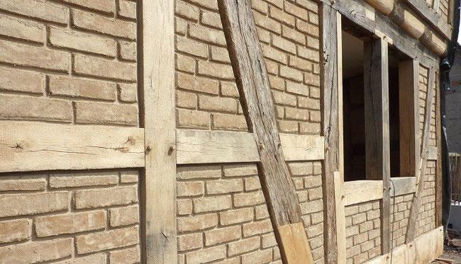 Fachwerksaniering - Fachwerk Gefache ausmauern oder reparieren und ausbessern - Lehmsteine mauern - Ausfachung Fachwerkhaus sanieren in Gelnhausen Hanau und Frankfurt