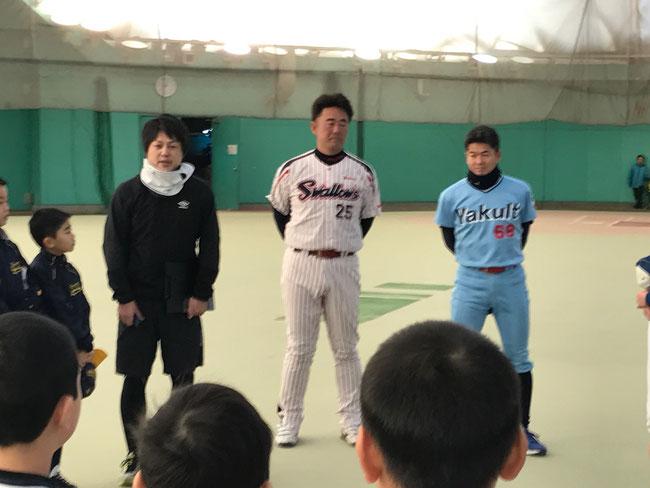 第5回 網走中央病院野球教室(写真2)講師の宇佐美康広氏、副島孔太氏。