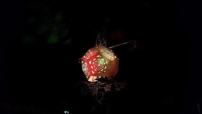Foto: Dodekaeder leuchtend - mystisches, farbiges Dekorationsobjekt