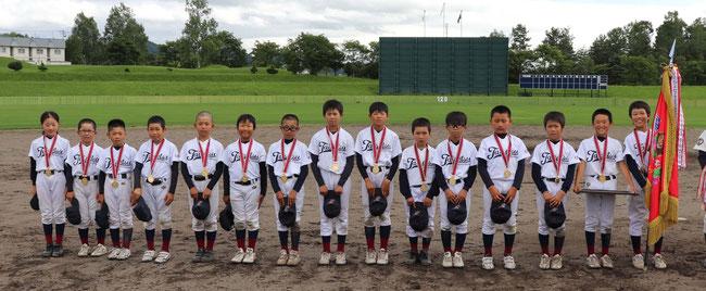 優勝した「東川大雪野球少年団」