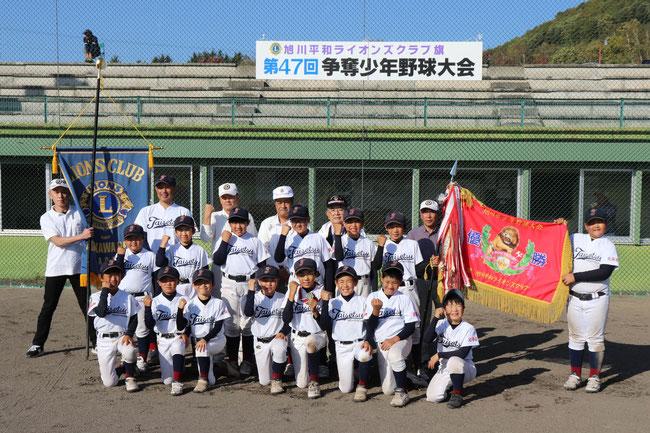優勝した東川大雪野球少年団のみなさ大雪
