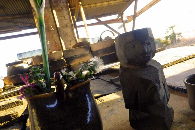 ひみこ窯の作業を見守ってくれています。 小林夢狂 MukyoKobayashi 制作