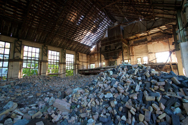 Zerstörter Schmelzofen der alten Glasfabrik von Haidemühl