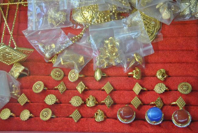 Aus ALT mach NEU: Der fertige Schmuck wird am Goldmarkt verkauft.
