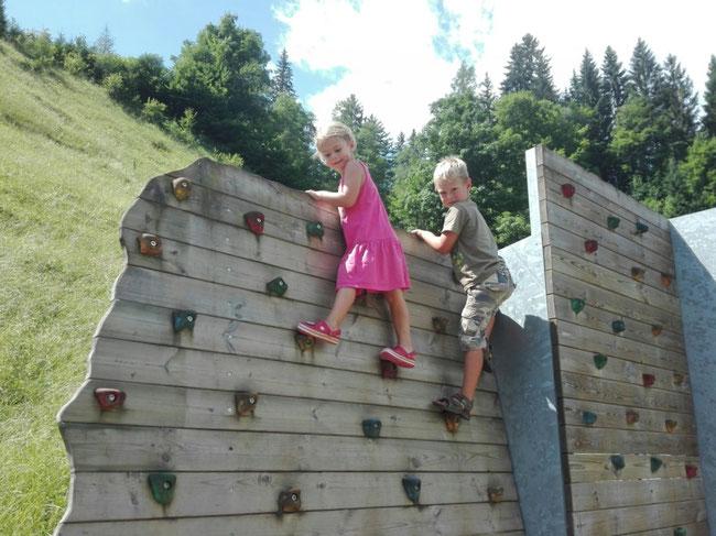 Spielplatz Mühlbach Kletterwand