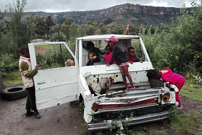 Roma, Lesotho, Afrika, Jugendzentrum, Afrikaner, Kinder, Spielen, Auto, Entwicklungszusammenarbeit