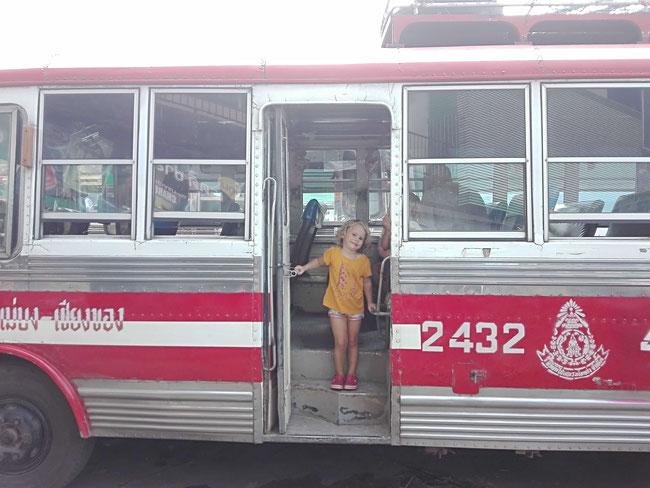 roter Bus Chiang Rai Chiang Khong, Slowboat, Thailand, Laos, Luang Prabang, Mekong, Kind, Familienreiseblog