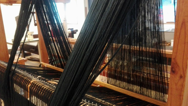 have a look at winding a warp at the weaving studio KLEE